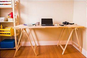 Mesa com Cavalete em Pinus