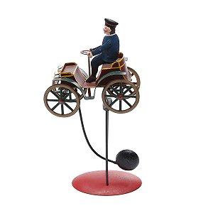 Peça Decorativa Motorista com Calhambeque Prestige Collection