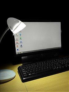 Luminária de Mesa Touch com Cabo USB Type 3 Regulagens Aladdin