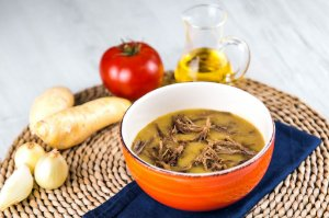 Sopa Fit de Mandioquinha com Carne Desfiada