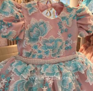 Vestido Floral em Renda