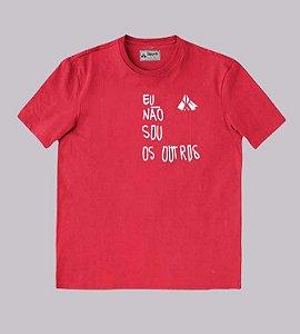 Camiseta vermelha com frase