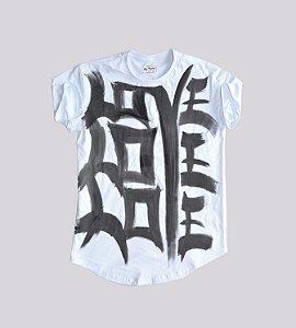 Camiseta branca longline estampa love