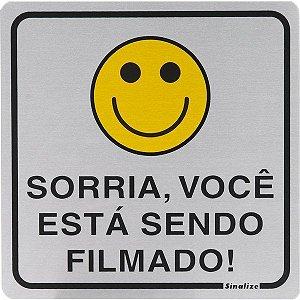 """SINALIZE - Placa de Sinalização - """"Sorria, você está sendo filmado!"""" - 15 x 15cm"""