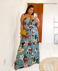 Vestido em estampa floral plus size