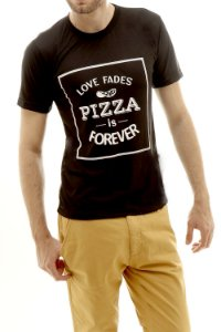 Camiseta Love Fades Pizza Is Forever