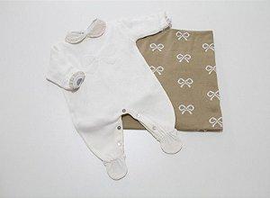 saída de maternidade lacinhos com manta, body e calça