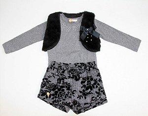 conjunto shorts veludo, camiseta e colete pele