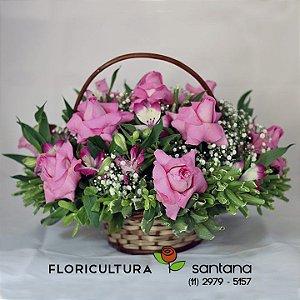 Cesta com Rosas cor de rosa com 15 rosas