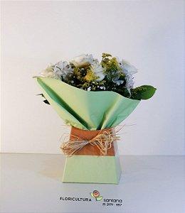 Buquê na Caixa com Rosas Brancas