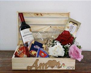 Baú de Madeira com Vinho - PROMOÇÃO ESTOQUE LIMITADO