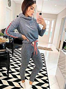 Conjunto jeans com detelhes vermelho
