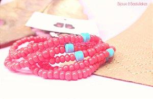 Mix de pulseiras vermelhas  com cerâmica turquesa.