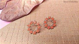 Brincos mandala de flores prata e strass coral