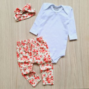 Conjunto Floral Laranja, Body Branco, Calça Legging e Faixa de Cabelo