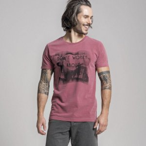 CAMISETA STONE DON´T WORRY ABOUT TOMORROW - VINHO