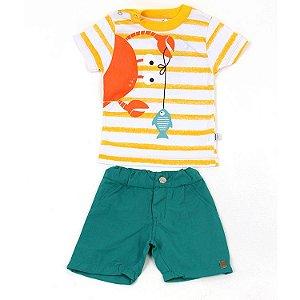 Conjunto Camiseta Manga Curta Listrada Branca e Amarela Siri e Bermuda Sarja Verde Cintura Ajustável Infantil Outlet