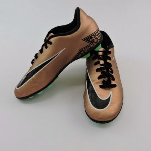 Chuteira de Cravo Bronze Infantil Nike