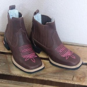 7904ba4ef603c bota country masculina feminina cano baixo formato bico quadrado fino couro  trabalhado marrom solado