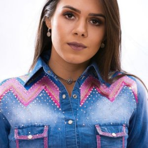 Camisete Feminino bordado com strass da Miss Country jeans e rosa
