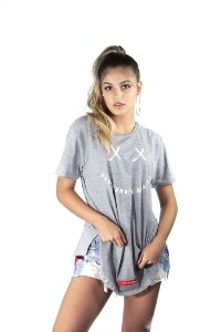 Camiseta Oversized Share The Love Cinza