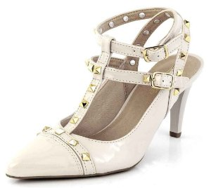 Sapato Channel Spikes Verniz Creme