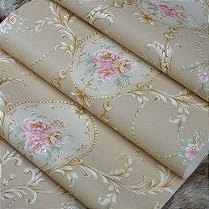 Papel de Parede Bege com Flores Rosas e Arabescos Dourados