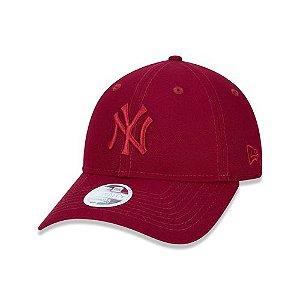 Boné New Era Feminino 9Twenty MLB New York Yankees Vermelho