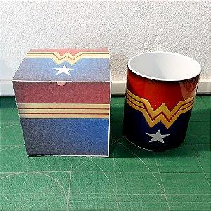 Kit de Caneca Mulher Maravilha Cerâmica Com Caixinha Papelão