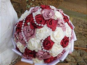 Buquê de Noiva Rosinhas Marsala, Rosa Antigo  e Marfim - Opção de Tamanho