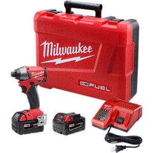 """Parafusadeira de Impacto à Bateria 1/4"""" Milwaukee"""