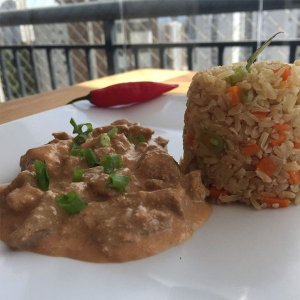 Strogonoff de carne light com arroz integral a grega