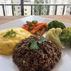 Carne de Patinho moída com purê de mandioquinha e mix de legumes