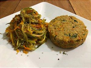 Hamburguer de grão de bico com espaguete de legumes