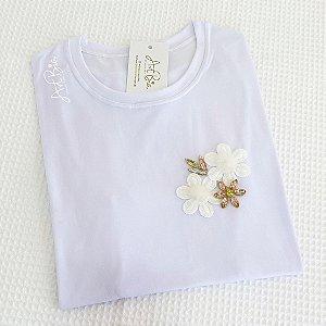 Tshirt Flor plumas e pedrarias