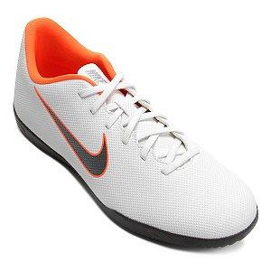 Tenis Salão Nike Mercurial Vaporx 12 Club Branco/Prata/Laranja