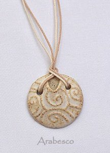 Colar Difusor Arabesco de Cerâmica para Aromaterapia Pessoal