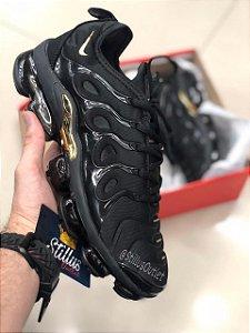 Tênis Nike Air Vapormax Plus - Preto/Dourado