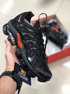 Tênis Nike Air Vapormax Plus - Preto/Vermelho