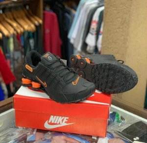 Tênis Nike Shox - Preto/Laranja