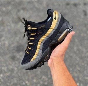 Tênis Nike Air max  95 - Preto/Dourado