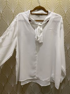 Camisa Branca Plus Size com Renda