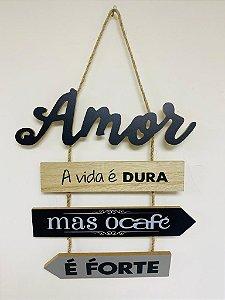 """Plaquinha Decorativa Frase: A vida é dura mas o café é forte"""""""