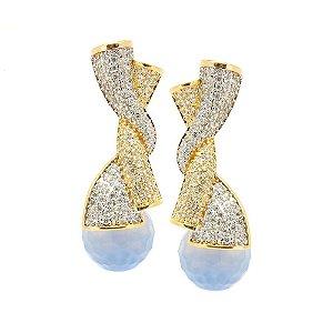 Brinco Semijoia Twist Ágata Blue Sky Cravejado Zircônias Diamond Folheado Ouro 18k e Ródio BR109
