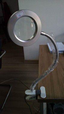 Luminária LED móvel e articulável com lente de aumento PEQUENAS MANCHAS (Nº11)