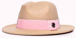 Chapéu Fedora Feltro Bege Aba Média 6,5cm Faixa Rosa Claro - Coleção Veludo