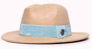 Chapéu Fedora Feltro Bege Aba Média 6,5cm faixa Azul Turquesa - Coleção Veludo