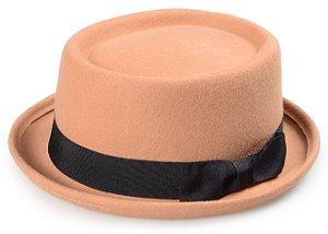 Chapéu Pork Pie Bege 100% Lã Aba Curva 4cm Faixa Laço