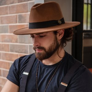 Chapéu Fedora Masculino Caramelo Faixa Preta Aba Reta 8cm