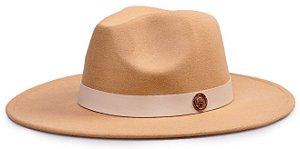 Chapéu Fedora Bege Aba Reta 8cm Feltro Faixa Coleção Couro